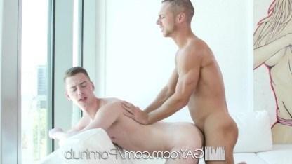Молодой гей Kyler Ash стал достойным анального секса для страстного друга