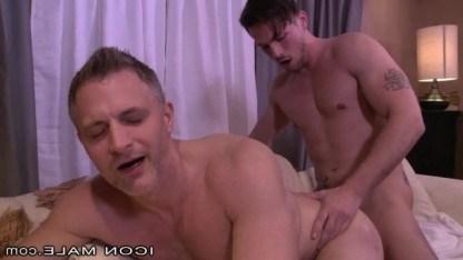 Падре пожалел отчаянного зрелого мужчину и после исповеди оттрахал его как гея