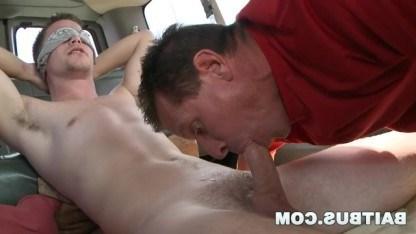 Парню понравился минет в исполнении зрелого гея и он выебал его в анал
